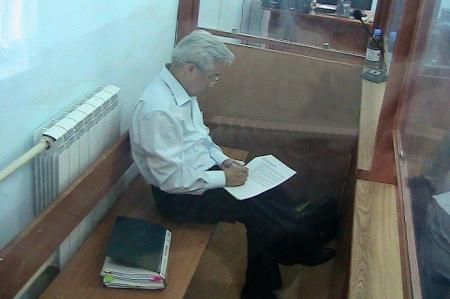 В  Жанаозене проходит суд над бывшим акимом Жалгасом Бабахановым