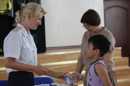 В Актау прошел конкурс детского рисунка «У светофора нет каникул!»