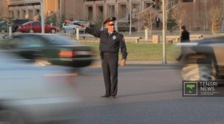 Дорожные полицейские Казахстана получат прибавку к зарплате