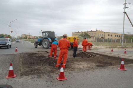 На проведение в Актау ямочного ремонта внутримикрорайонных дорог из местного бюджета выделено 94,3 миллиона тенге
