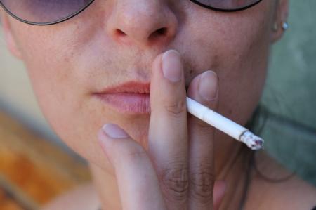 В Казахстане вступил в силу закон о запрете курения в общественных местах