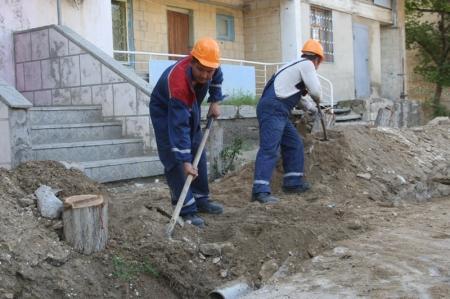 В Актау порядка 350 человек были временно трудоустроены на общественные работы