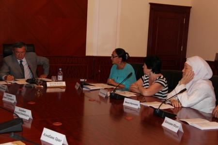 Аким Мангистауской области встретился с представителями НПО