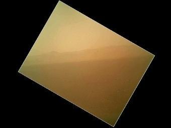 """""""Кьюриосити"""" передал первую цветную фотографию Марса"""