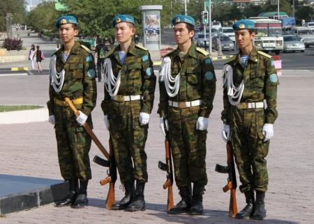 В Актау празднуют 82-ю годовщину Воздушно-Десантных Войск