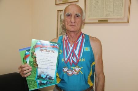 Актауский ветеран-легкоатлет завоевал четыре медали