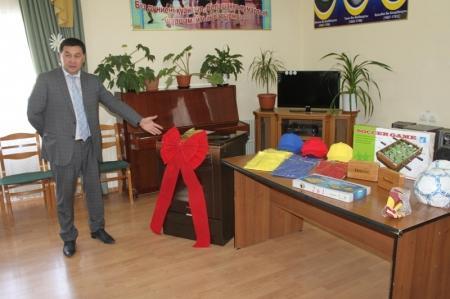 Мангистауские строители в честь своего профессионального праздника сделали подарок детям