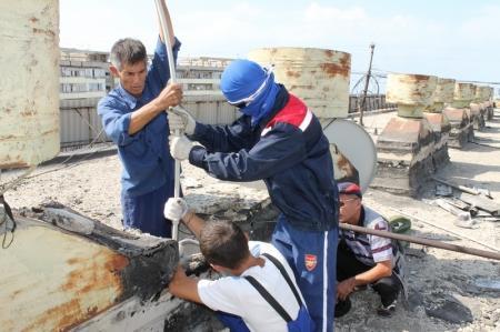 В Актау должникам начали блокировать канализационные трубы