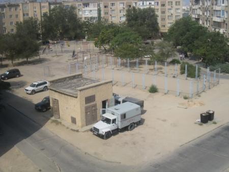 Жители 27 микрорайона Актау около двух часов держали в «заложниках» аварийную  машину АУЭС