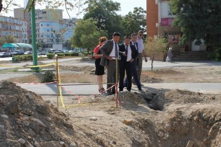 Исполняющий обязанности акима Актау Бахыт Улыкбанов обошел разрытые улицы города