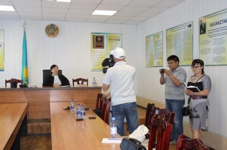 Двадцатилетнюю жительницу Актау в присутствии СМИ лишили водительских прав за «пьяную езду»