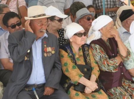 В Жетыбае встречают День Конституции и готовятся к Дню нефтяника