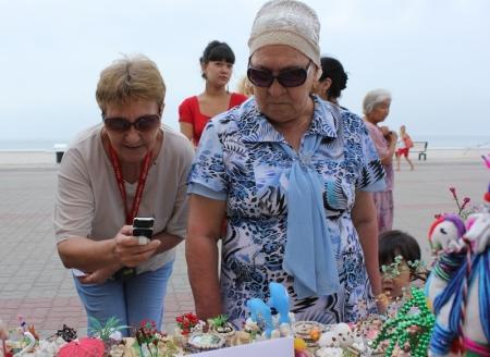 На набережной Актау развернулась ярмарка рукодельниц и мастеров