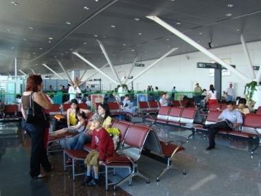 Время обслуживания пассажиров в аэропорту не будет превышать 45 минут