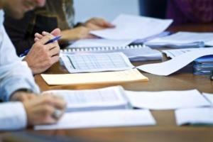 В РК претендентам на госслужбу могут позволить приводить друзей на конкурсную комиссию