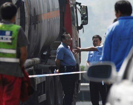 Китайский чиновник лишился поста за дорогие часы и дурацкую улыбку на месте ДТП