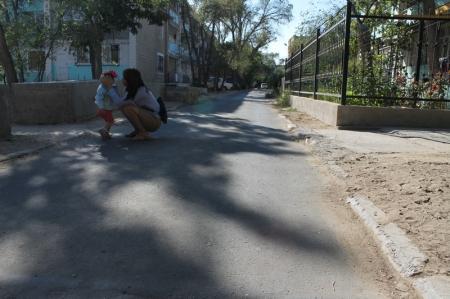 """Начальник """"ЖКХ, ПТ и АД"""" Актау: В третьем микрорайоне ямочный ремонт дорог выполнен на 100 процентов"""