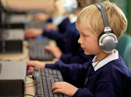 В одиннадцати школах города Актау будет внедрена электронная система обучения