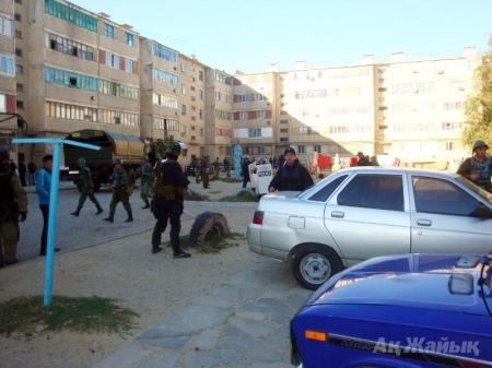 В городе Кульсары Атырауской области по соседству с Мангистауской областью идет перестрелка с террористами (ФОТО+ВИДЕО)