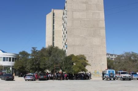 В Актау эвакуировали среднюю школу №8 (ДОПОЛНЕНО, ФОТО)