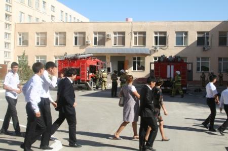 В Актау эвакуировали учеников и педагогов школы №13