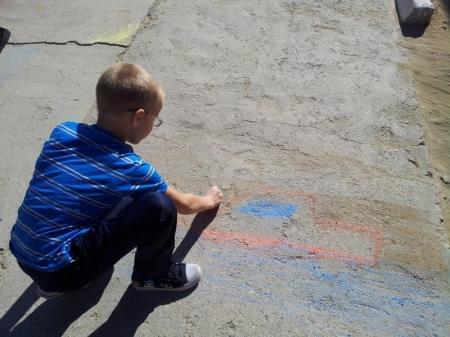 В Актау прошел конкурс рисунка на асфальте