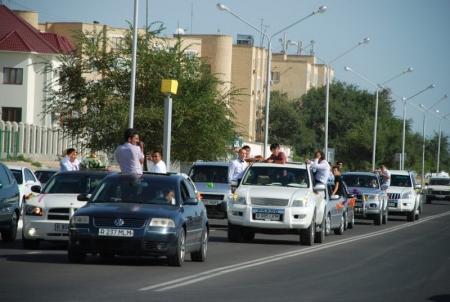 В Актау с начала сентября привлечены к ответственности более десяти водителей свадебных кортежей