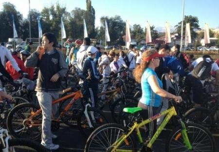В Алматы прошел велопробег с участием Винокурова и Ильина