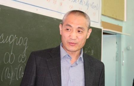 Аким Актау посетил среднюю школу №1