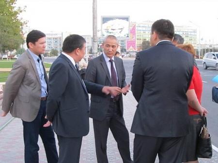 Аким Актау проехал на городских автобусах