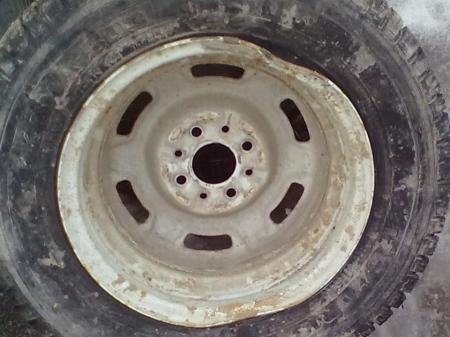 В Мангистау из-за отвалившегося колеса «УАЗа» погибли водитель и  пассажирка другого автомобиля