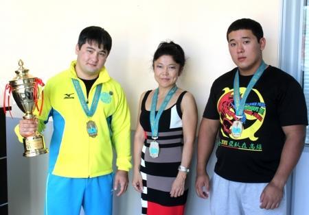 Семь «золотых» и одну серебряную медаль привезли мангистауские спортсмены с чемпионата Азии по жиму лежа