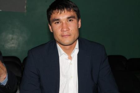 Олимпийский чемпион Лондонской Олимпиады Серик Сапиев стал почетным гостем международного турнира в Актау