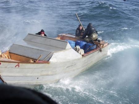 Казахстанские пограничники ранили двух россиян в водах Каспия