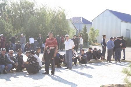 В Жанаозене опять бастуют нефтяники
