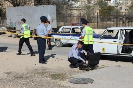 Автомобиль, на котором скрылись преступники, совершившие разбойное нападение в 7 микрорайоне Актау, обнаружен за городом