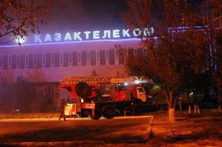 В Актау горит здание АО «Казахтелеком» (ДОПОЛНЕНО)