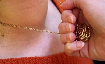 В Актау задержан грабитель, который срывал с женщин золотые украшения