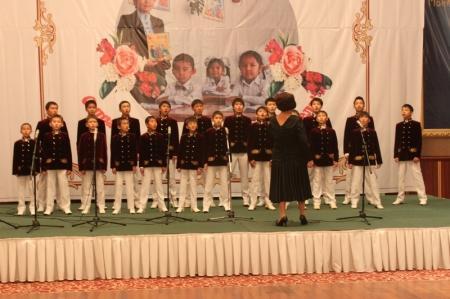 Аким Мангистауской области вручил «Учителю года» грант на сумму 300 тысяч тенге