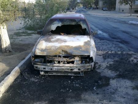 В Актау сгорела автомашина «Опель Вектра» (ДОБАВЛЕНЫ ФОТО)