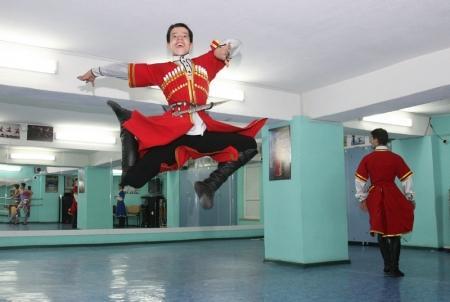 Заслуженный артист Дагестана Расул Расулов провел в Актау мастер-классы для ансамбля танца «Шадвал»