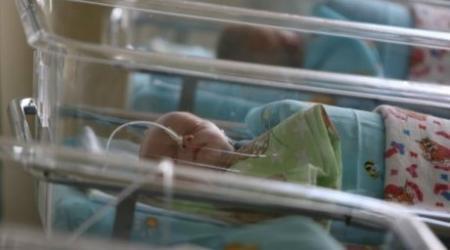 В Алматы мать-кукушка оставила новорождённого сына бомжам