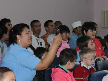 Молодежь города Актау организовала концерт для воспитанников психо-неврологического дома-интерната