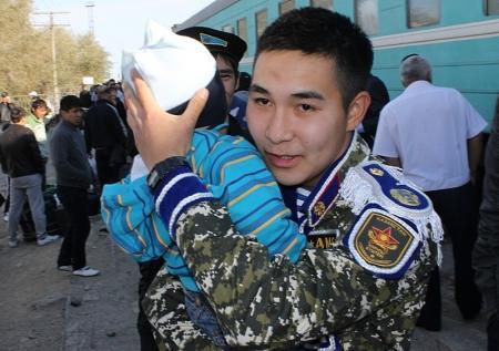 В Актау встретили демобилизовавшихся из ракетных войск