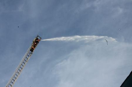 Мангистауские спасатели провели пожарно-тактические учения в торговом центре «Жигер»