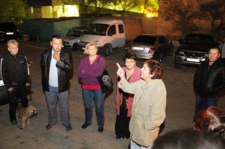 В Актау сотрудники жилищной инспекции разъясняют жителям 9 района ситуацию с ПКСК «Татьяна»