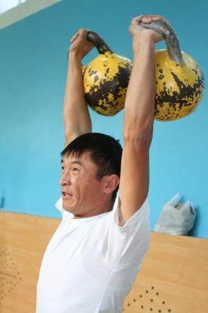 Учителя средних школ Актау продемонстрировали физическую силу