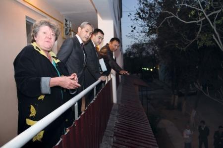 Аким города Актау осмотрел дома,  где проходит ремонт по программе модернизации ЖКХ