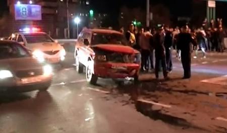 В Актау нетрезвый водитель «Мазды» протаранил джип (ВИДЕО)