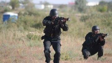 Двое боевиков, один из которых гражданин Казахстана, блокированы в квартире дома в Дагестане